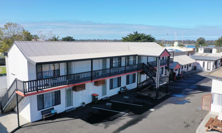 WATERFRONT MOTEL AND APARTMENTS - LAKES ENTRANCE