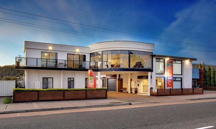 WATERFRONT HEYFIELD MOTEL AND APARTMENTS - LAKES ENTRANCE
