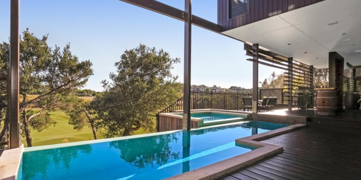 Luxuriously private and tranquil on Moonah Links