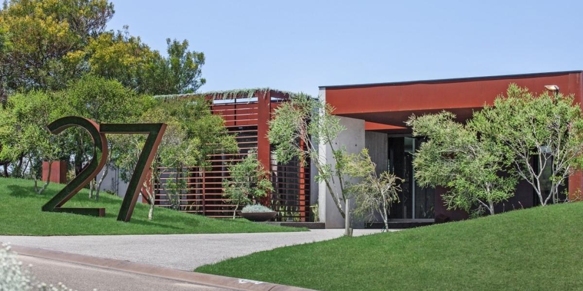 Proven Investment Property with Amazing Views,Level Block, Stunning Contemporary Home