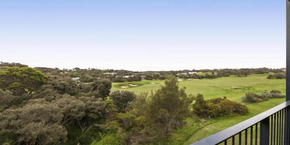 Two Bedrooms, Dual Key Resort Apartment Overlooking the 18th Fairway