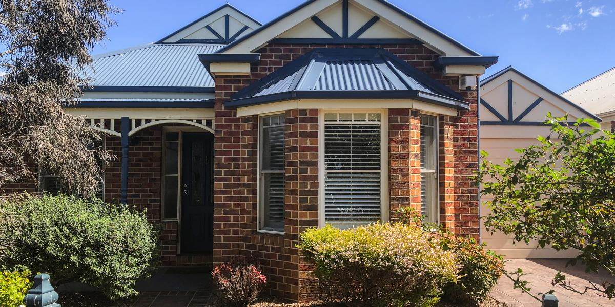 NEWLY RENOVATED IN CAROLINE SPRINGS