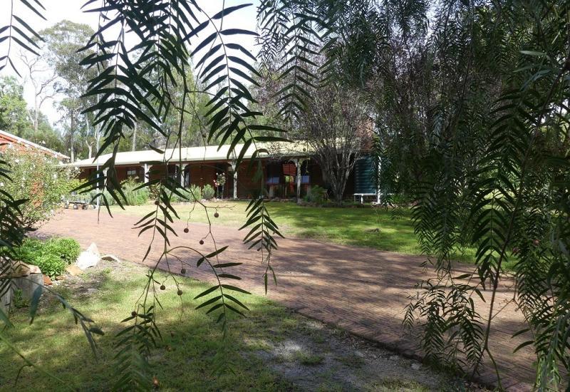 Homestead plus cottage set on 2ha Stanthorpe