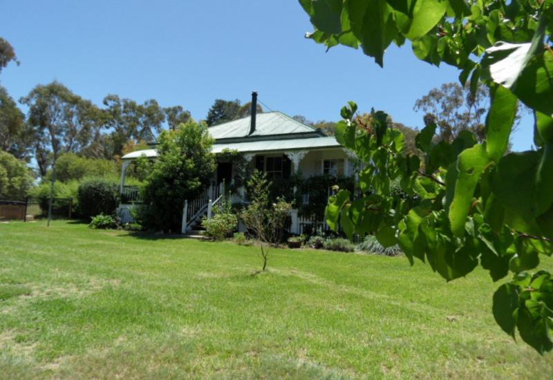 Ballan Cottage