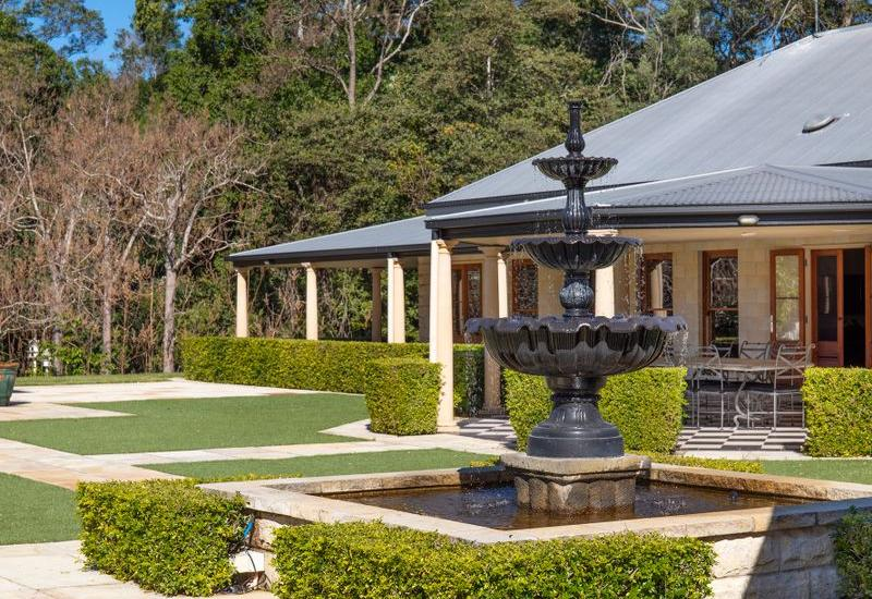 GRAND COUNTRY MANOR IN THE NOOSA HINTERLAND