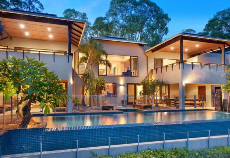 ICONIC MASTERPIECE IN EXCLUSIVE POSITION WITH VIEWS ACROSS THE CORAL COAST.
