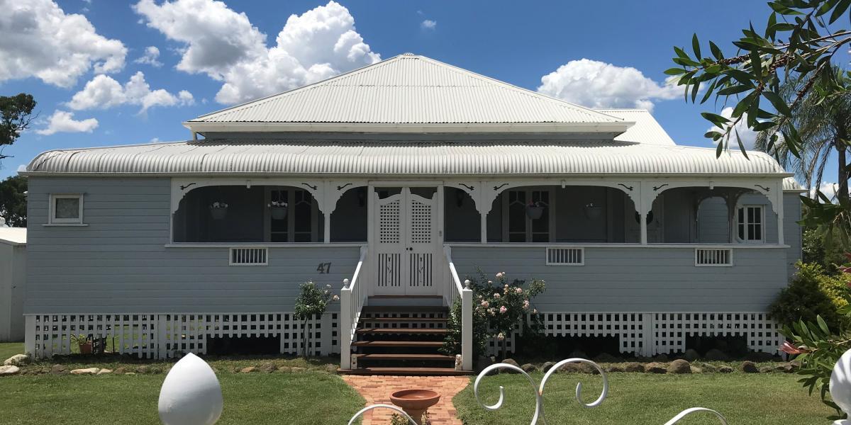 Stunning Queenslander on 5 Acres in Town