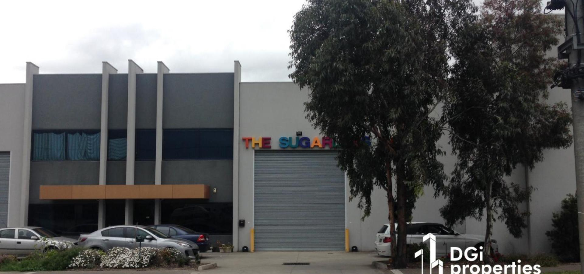 NEAT & TIDY OFFICE / SHOWROOM / WAREHOUSE BUILDING IN PRIME NORTHERN SUBURB LOCALE