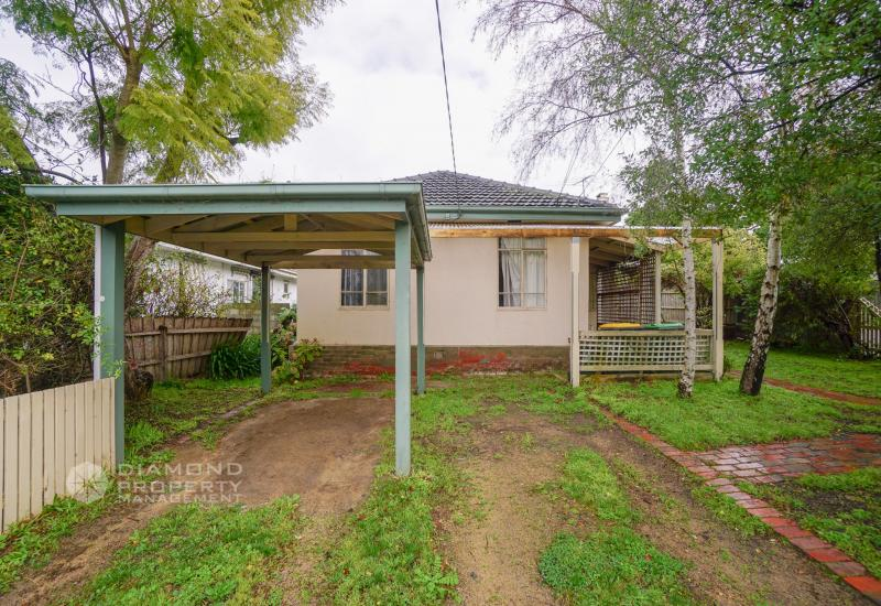 Spacious Family Home in the Heart of Burwood near Deakin University