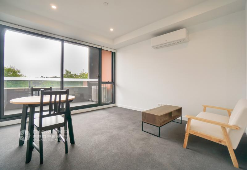 Brand New One Bedroom +  A Study Room Apartment In Hawthorn