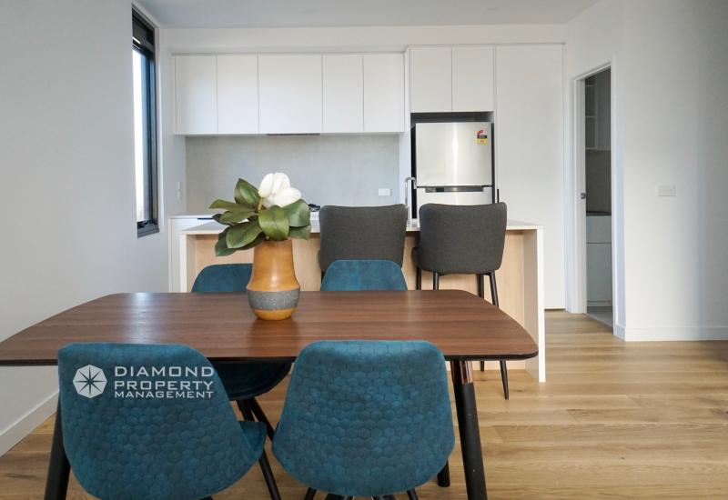 Brand New Contemporary Townhouse For Rent; Close to Deakin Uni and PLC