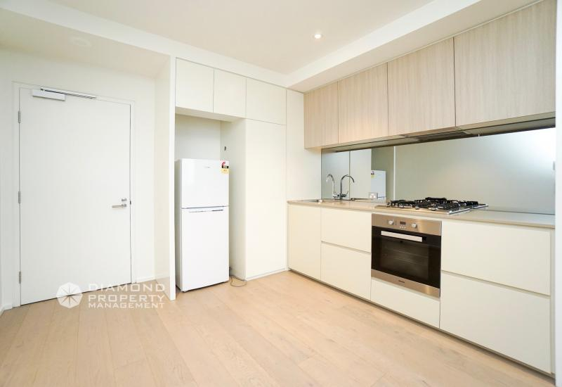 Stunning Furnished City View Apartment @ 883 Collins