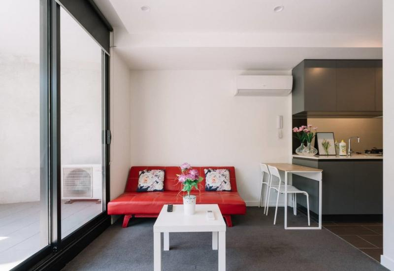 READY-TO-MOVEIN APARTMENT IN BOX HILL