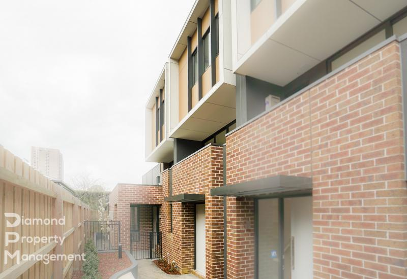 Brand New Modern Townhome At Box Hill's Prime Location