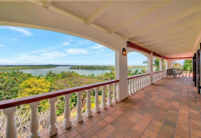 PEACEFUL SERENITY & PRIVACY WITH OUTSTANDING VIEWS ON THE JOHNSTONE RIVER!
