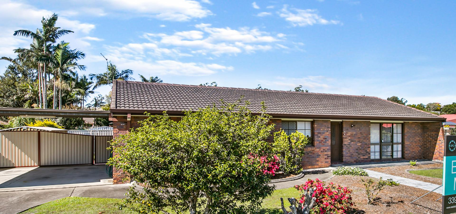Well maintained lowset home - dual living potential