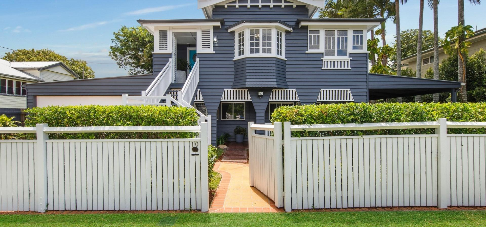 Renovated Queenslander on 810m2 block of land + within 10kms to CBD + dual living