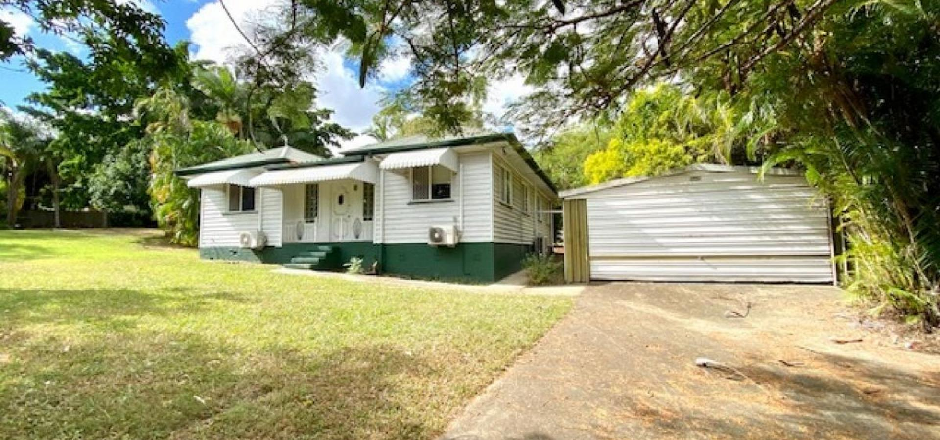 Mini acreage, 4 bedroom post war home, separate studio, pool and massive shed