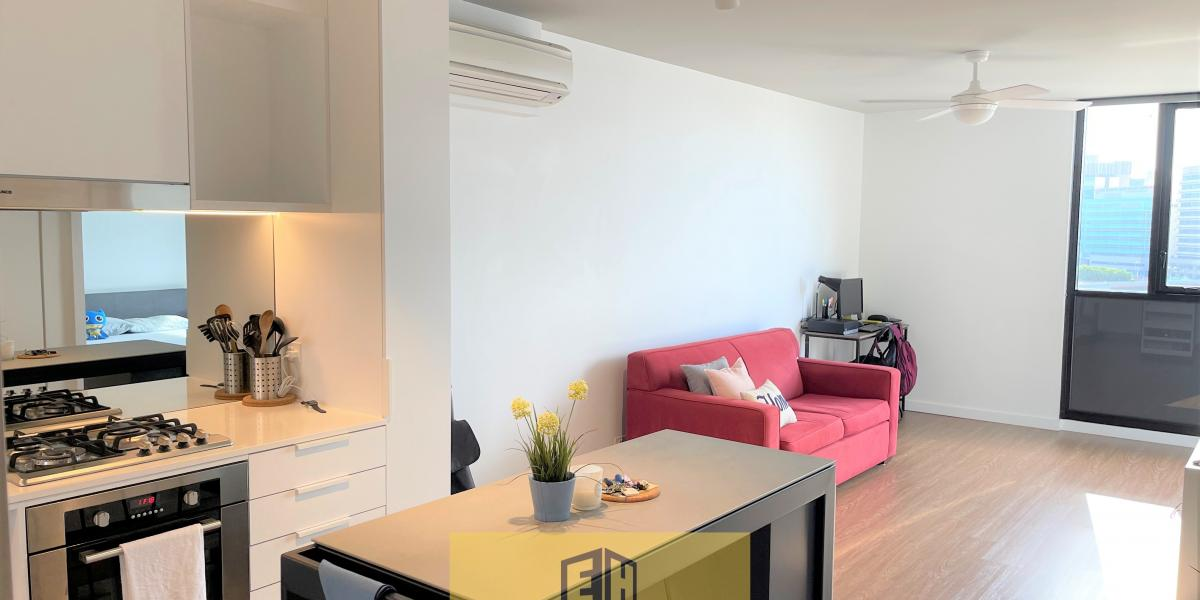 ENJOY STYLISH INNER-CITY LIVING! LUXURY 1 BED 1 BATH + BALCONY APARTMENT FOR SALE IN THE INNER SUBURB OF BRISBANE!