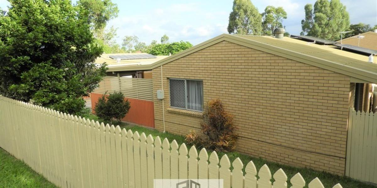CORNER LOWSET UNIT - 5 MIN WALK TO TRAIN STATION!