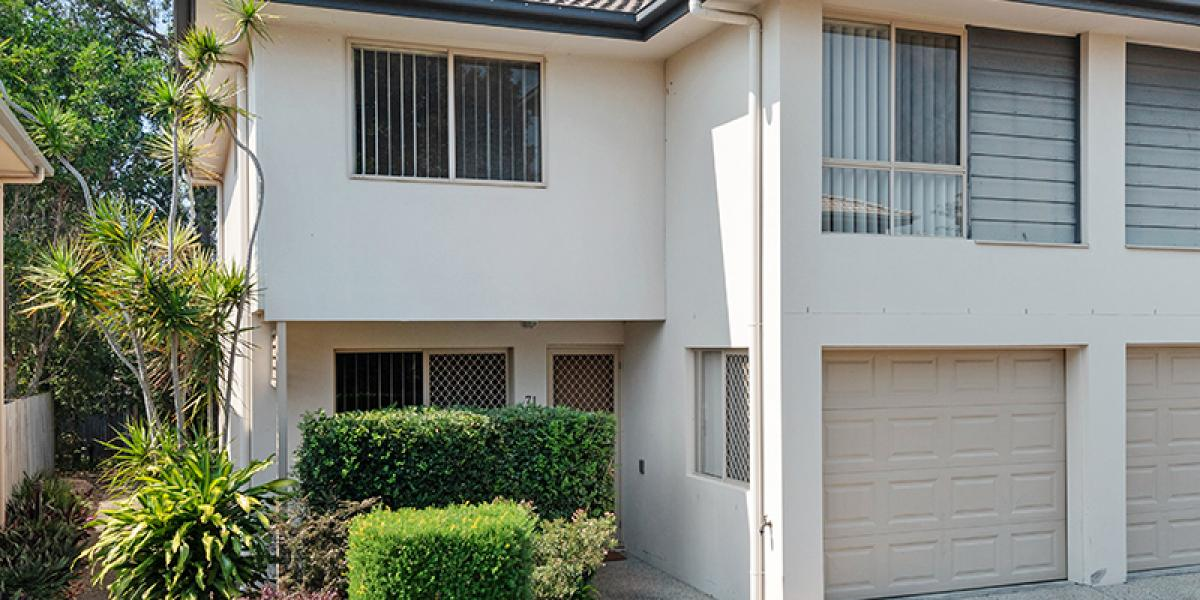 RARE FIND TOWNHOUSE WITH A LARGE COURTYARD BACKING ONTO PARKLANDS