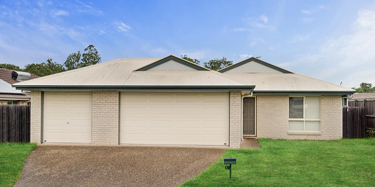 GREAT INVESTMENT OR FAMILY HOME WITH TRIPLE GARAGE ON 600M2 BLOCK