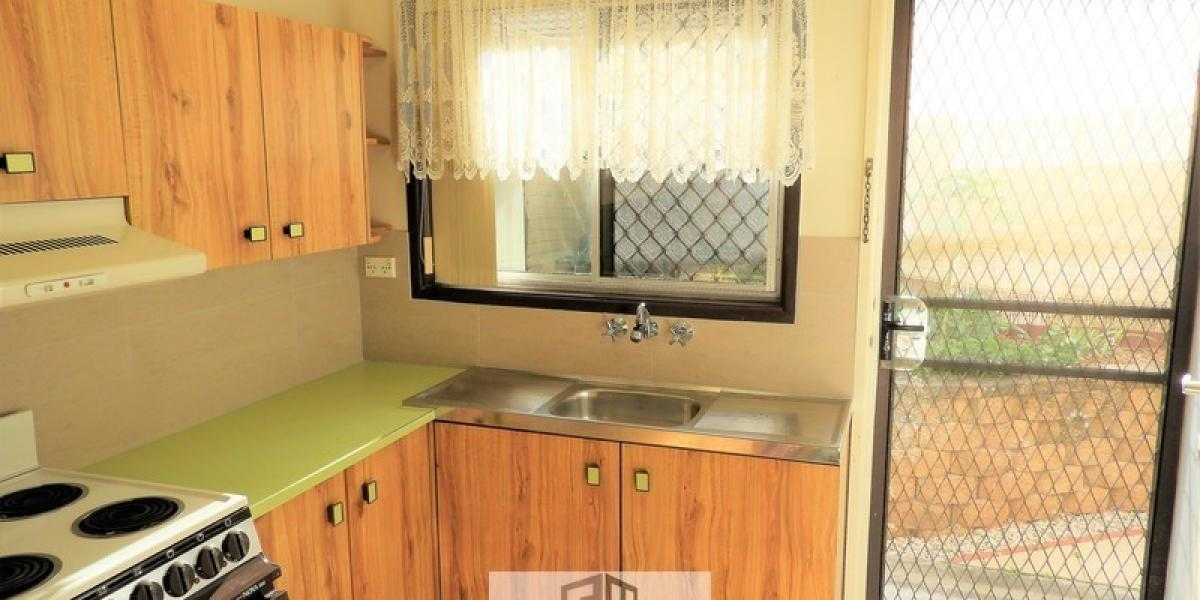 NEAT LOWSET UNIT JUST 5 MIN WALK TO TRAIN STATION!
