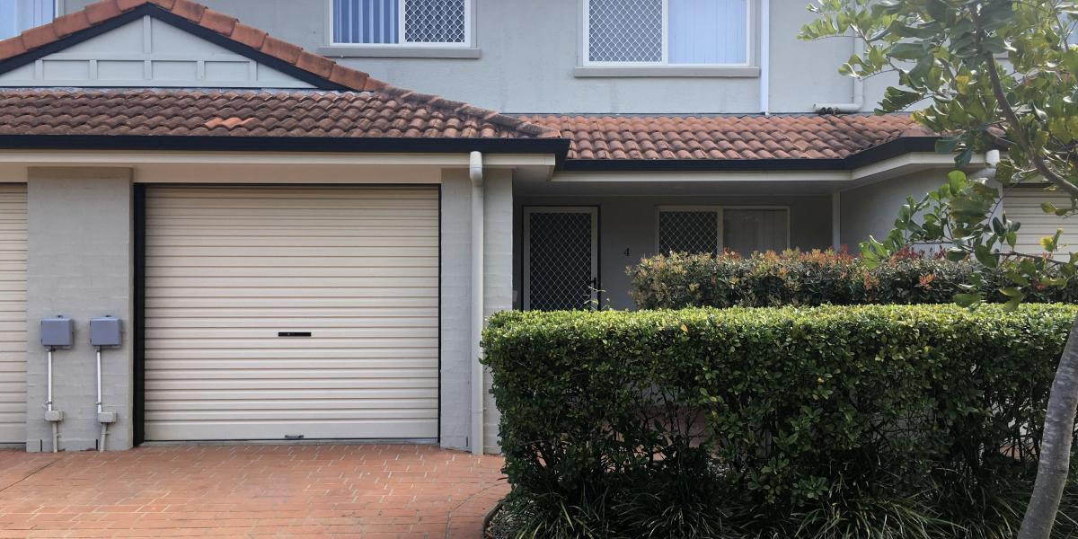 VERY QUIET, GATED COMPLEX 3BRM TOWNHOUSE !!!!
