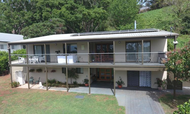 Fully Renovated Spacious Home / DUAL LIVING AREAS