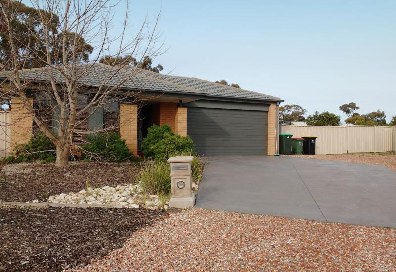 4 BR home & Room for a Tradie's Shed