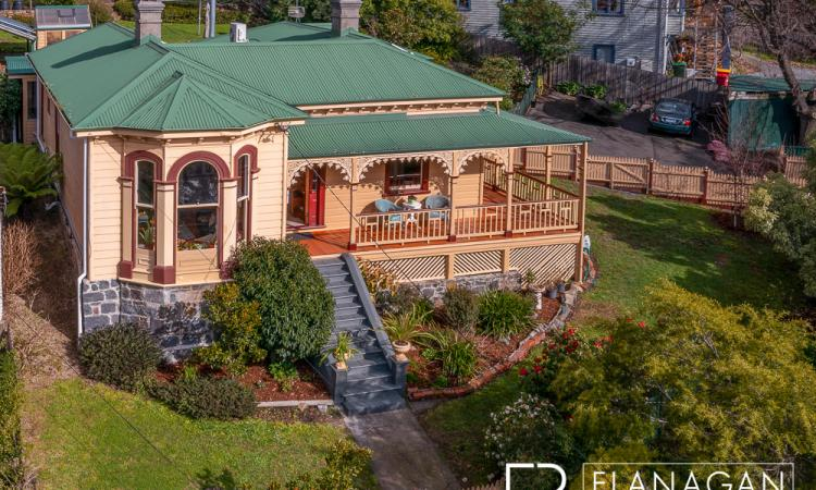 1880 Victorian character with modern conveniences & views