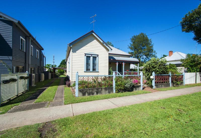 NICELY RENOVATED - CENTRAL GRAFTON CONVENIENCE