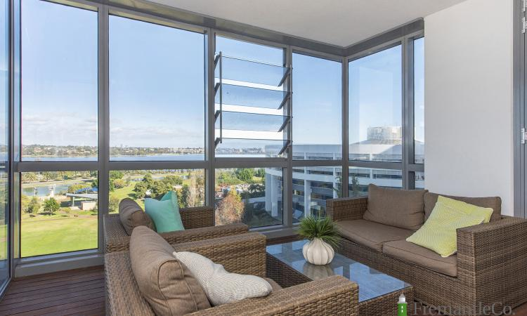 Stunning 2 bed Apartment PLUS study with stand out River Views