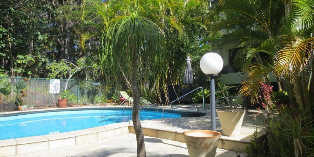 FULLY FURNISHED - NOOSA HILL UNIT ADJOINING NATIONAL PARK.