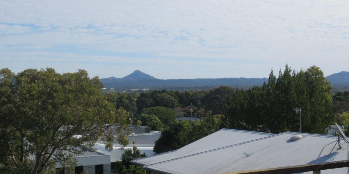Noosa Hill, Views & Unique Property LEASE UNTIL APRIL 2018 ONLY