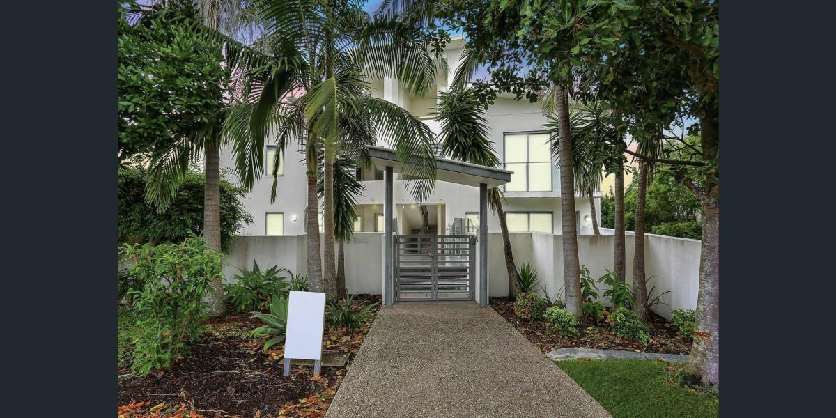 EXQUISITE APARTMENT WITH A LIFT IN SUNSHINE BEACH
