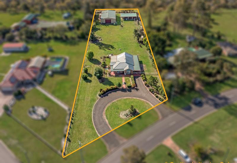 4 BEDROOM HOUSE AND 3 SHEDS WITH LIFESTYLE BLOCK!