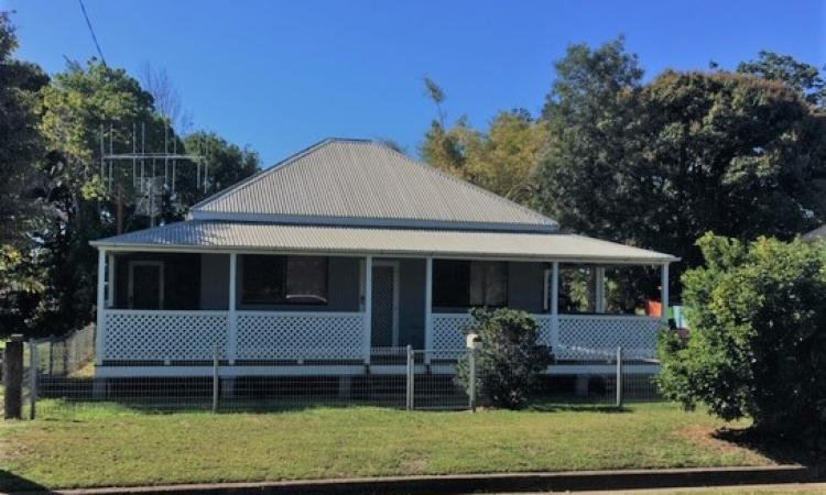 CHARMING QUEENSLANDER - INVESTMENT OR MOVE IN!