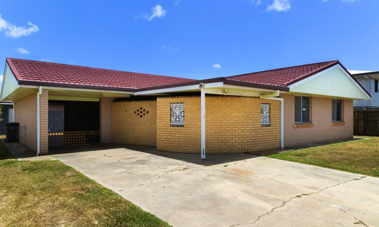 SPACIOUS BRICK HOME + 3 CAR ACCOM – PRICED TO SELL!