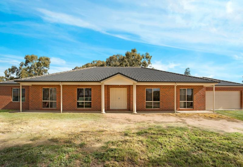 Fabulous family home on 3505m2 - perfect for the tradie