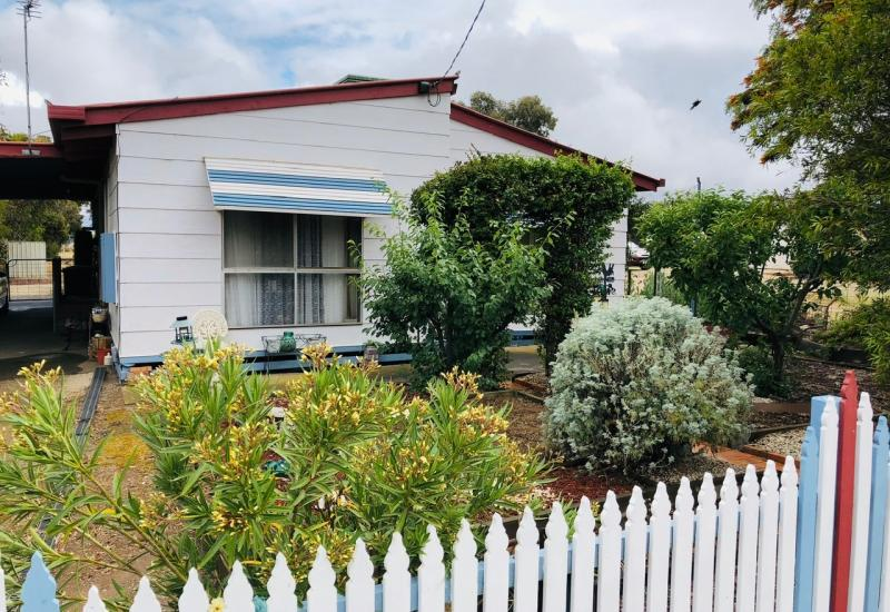 Family home on 1717m2 - only ten minutes to Eaglehawk