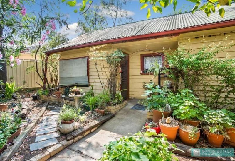 Absolute bluechip locale - Large 1,248m2 block and small cottage