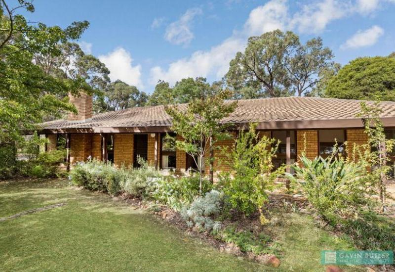 Once in a life time opportunity! 13.7 acres lifestyle property only minutes to the CBD