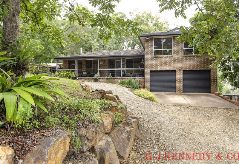 FAMILY HOME WITHIN MINUTES OF MACKSVILLE