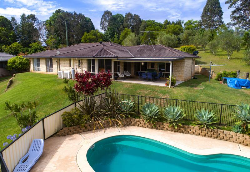 MODERN FAMILY HOME WITHIN MINUTES OF MACKSVILLE