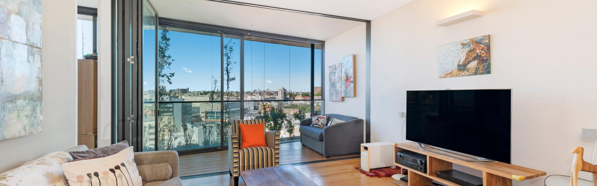 Prestigious 2 Bedroom Apartment with Extensive Views to  the City