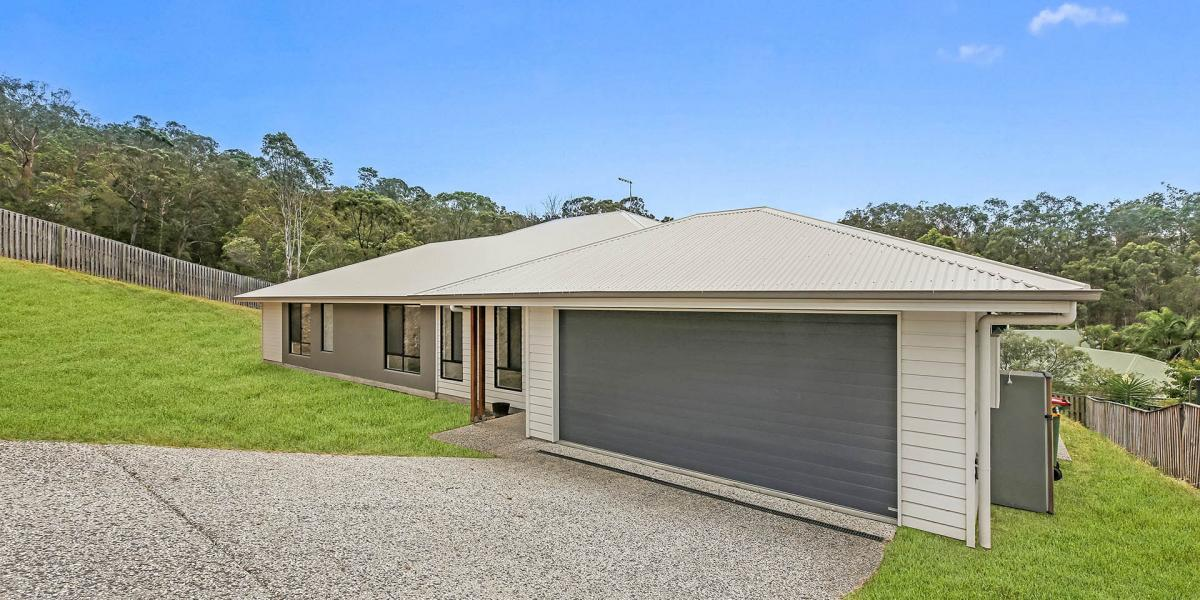 Contemporary, Spacious Home in one of the Highest Points in Upper Coomera !!!