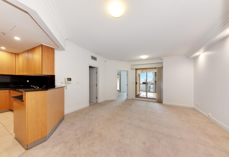 ENVIABLE LIFESTYLE -- UPDATED SPACIOUS ONE BEDROOM