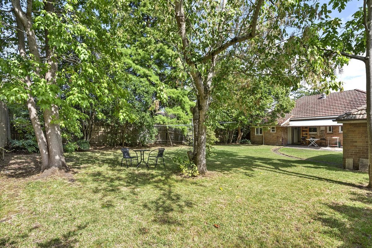 Ian Dinnerville Real Estate - Full Brick Home in Premier