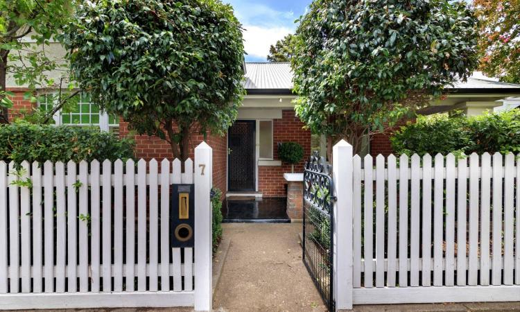 Beautifully Maintained Cottage Inside & Out - Close to the Parade Precinct & CBD
